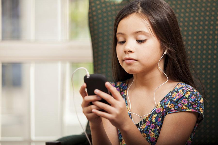 Чем вредна переписка в телефоне для подростков