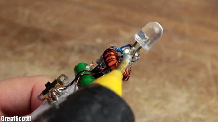 Вечный фонарик без батареек