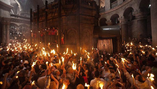 Верите ли вы в чудесное происхождение Благодатного огня?