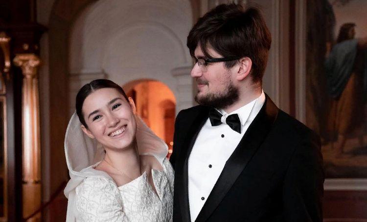 Дочь Бориса Немцова обвенчалась со своим мужем через семь месяцев после свадьбы