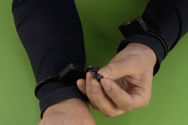 открытие наручников