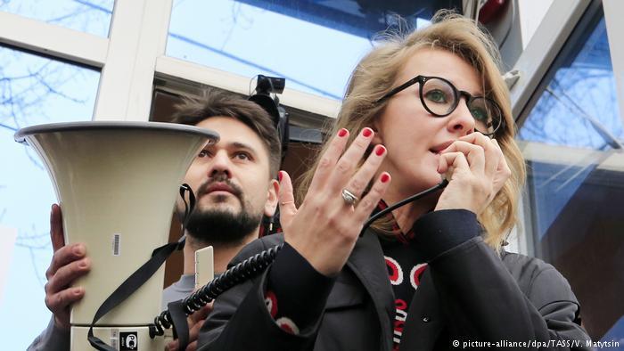 Собчак призвала суд отстранить Путина от участия в выборах