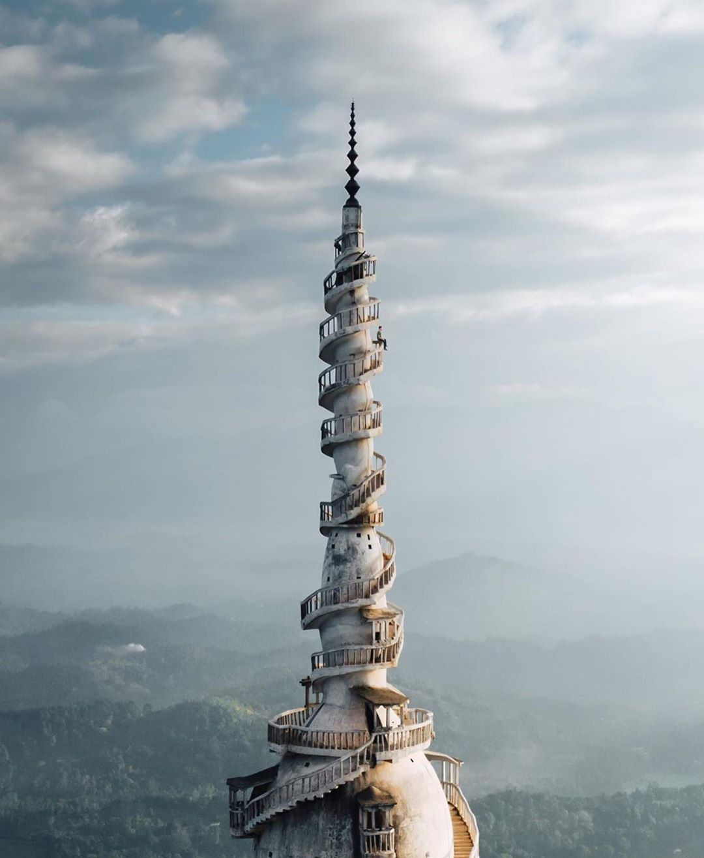 Винтовая башня на Шри-Ланке