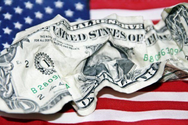 Доллар США: американская валюта начала 2018 год с резкого падения
