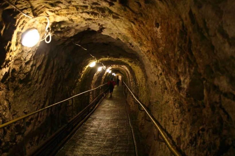 Новоафонская пещера в Абхазии, в которую можно попасть по железной дороге автотуризм