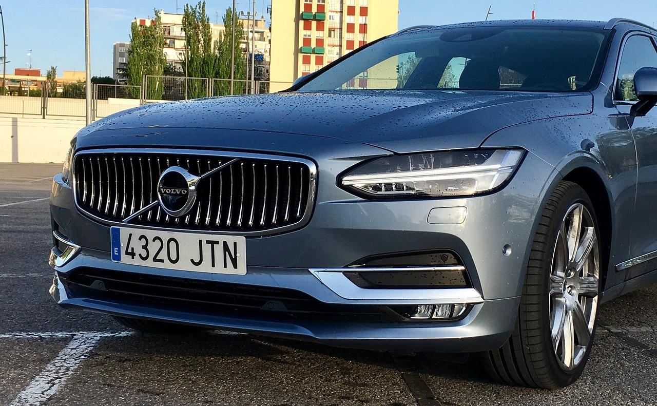 Автомобили Volvo перестанут подчиняться пьяным водителям Volvo