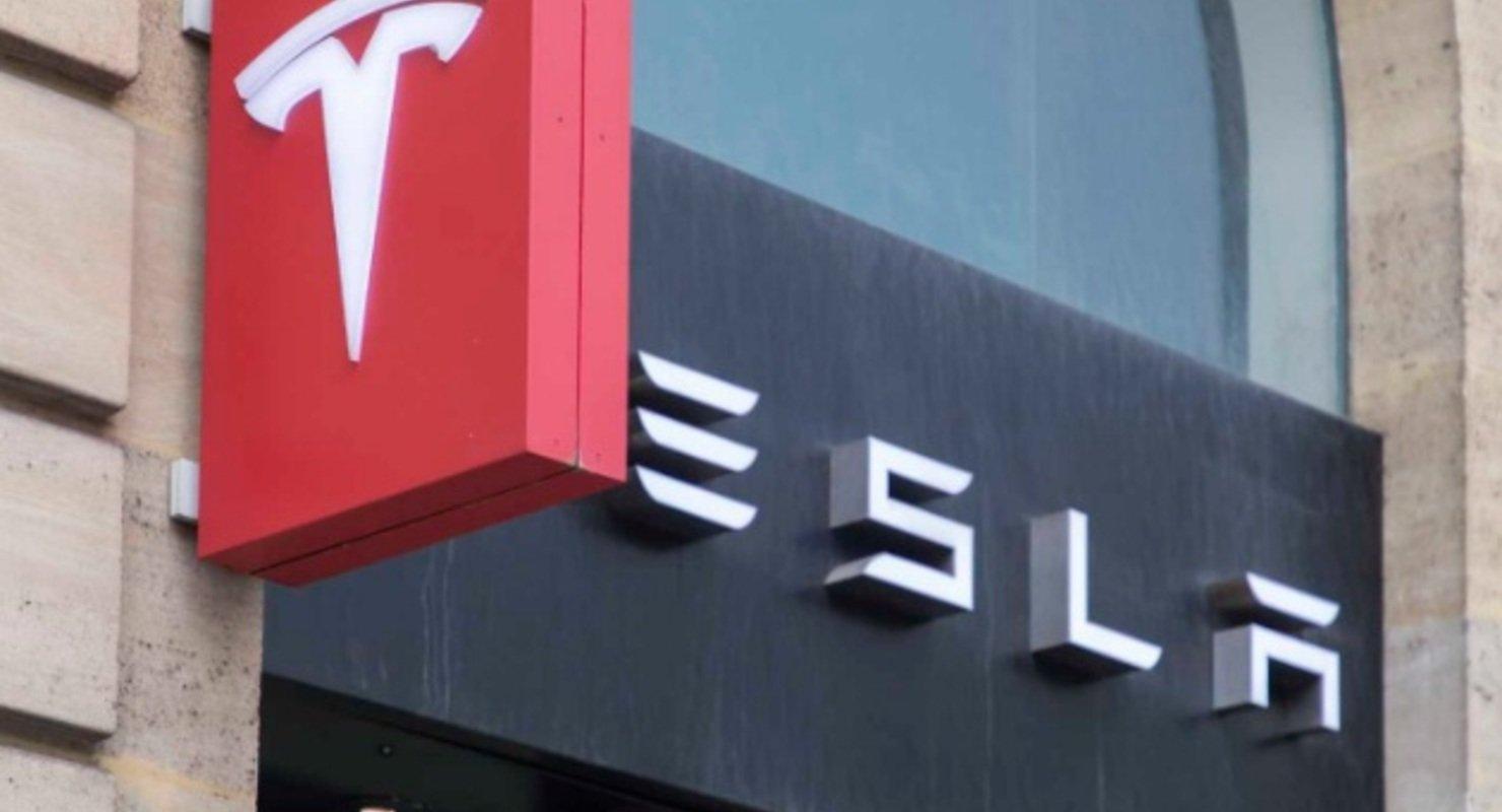 На АвтоВАЗе оценили заявление Маска о вероятности сборки Tesla в России Автомобили