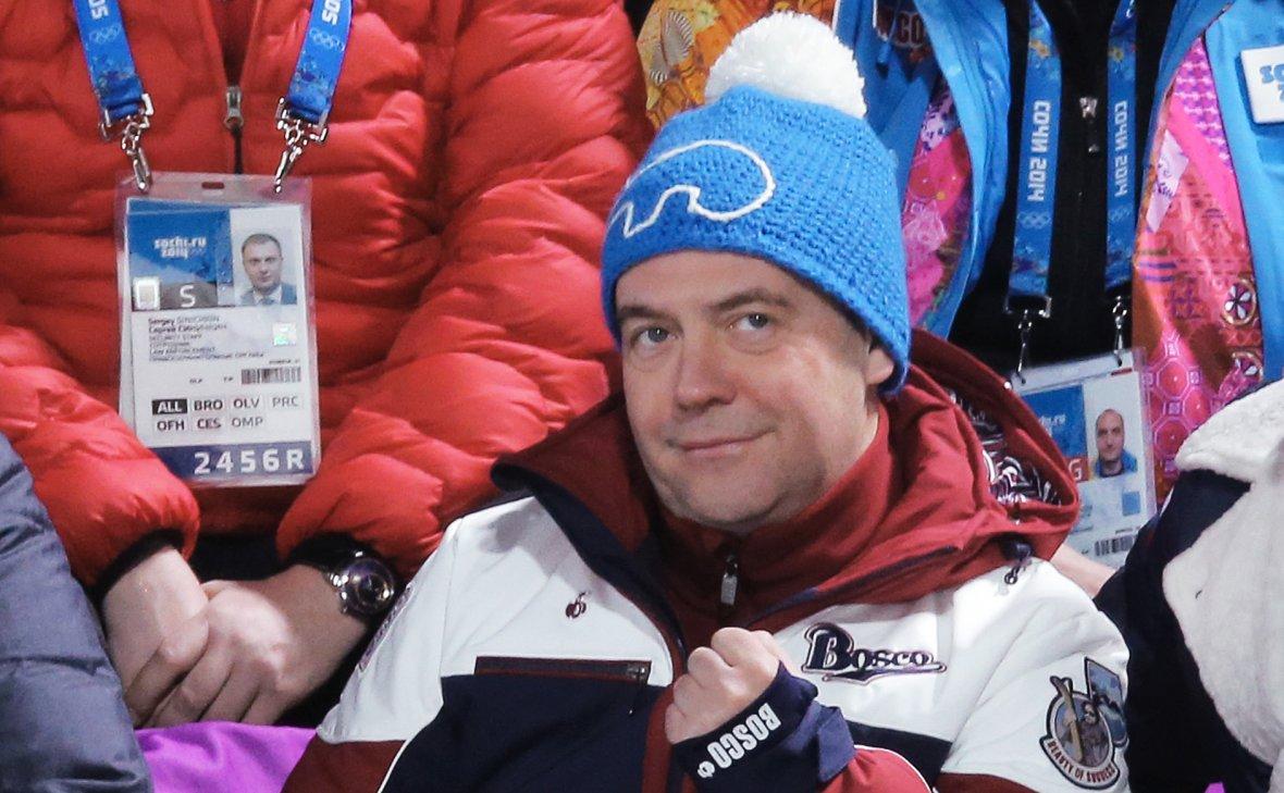 Медведев решил выдать не попавшим на Олимпиаду победителям по 4 млн руб