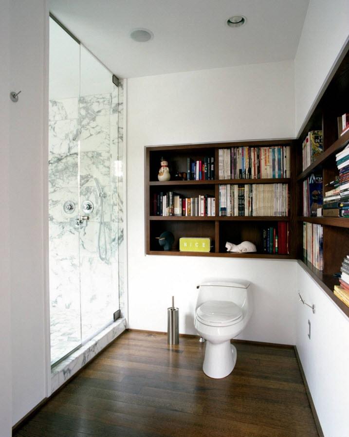 Книжный шкаф в туалете