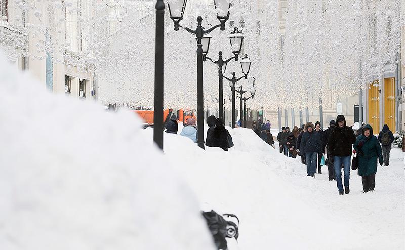 Снег победил Собянина: В Москве кончились лопаты и дворники