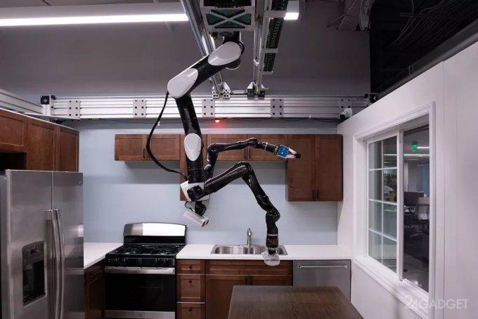 Потолочный робот Toyota поможет пожилым людям