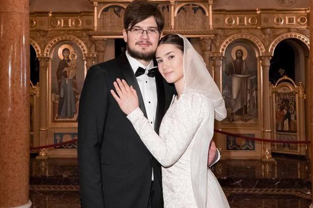 Дина Немцова обвенчалась с мужем на следующий день после годовщины смерти отца