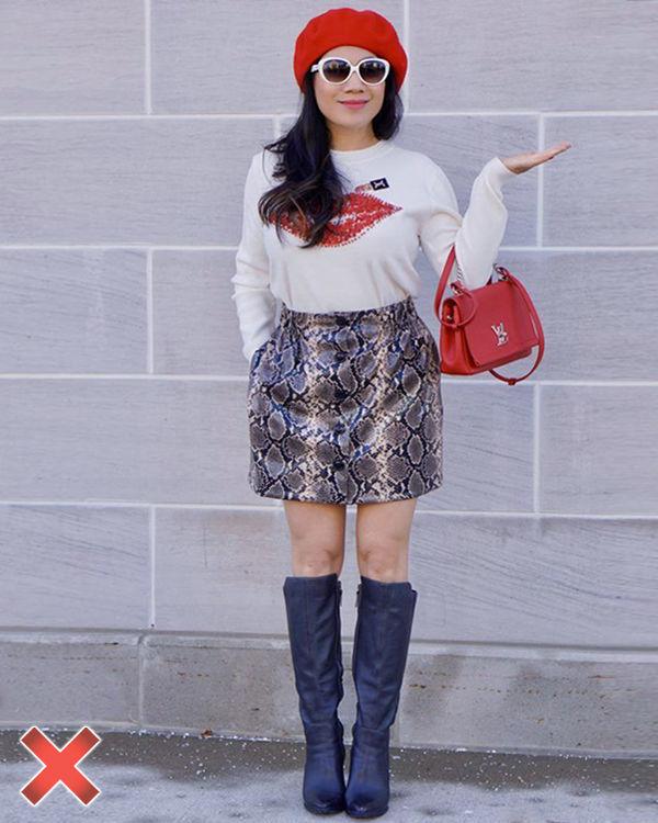 Девушка с принтом на кофте фото
