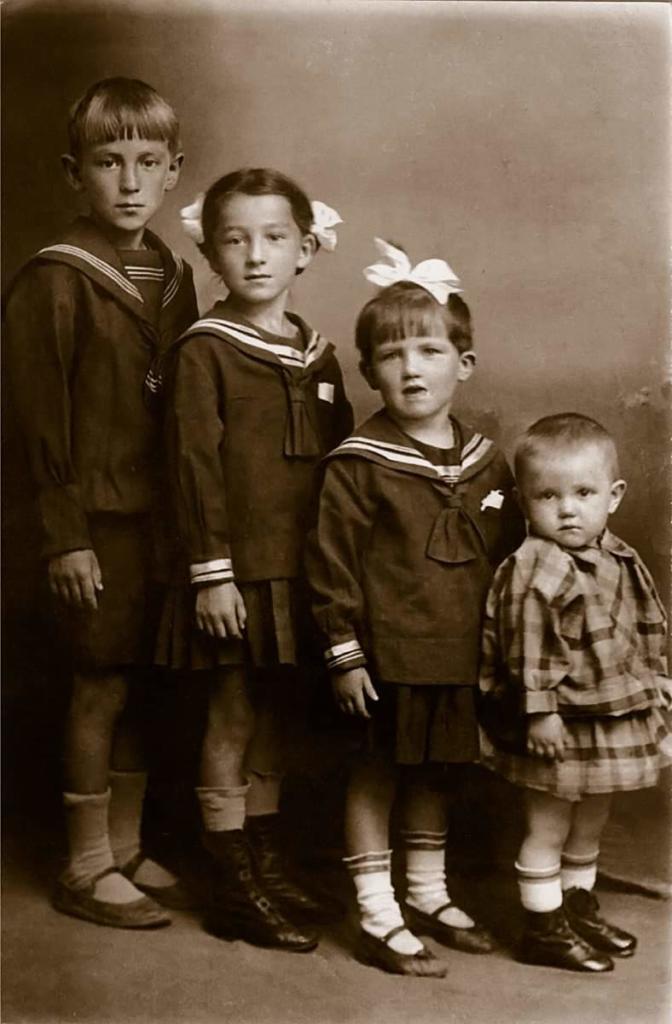 Простая история простой советской семьи...