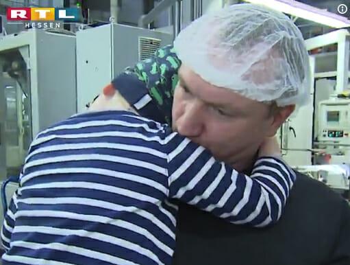 Отец-одиночка исчезает с работы, а когда коллеги понимают почему, их поступок заставляет всех плакать