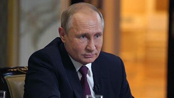 Экономист Хазин считает, что в этом и следующем году Путина попытаются отстранить от власти досрочно