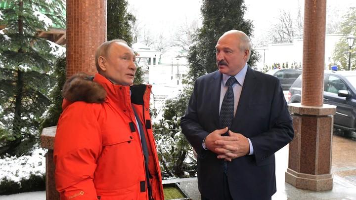 """Россия намекает. Лукашенко продолжает """"стоять на коленях"""" геополитика"""