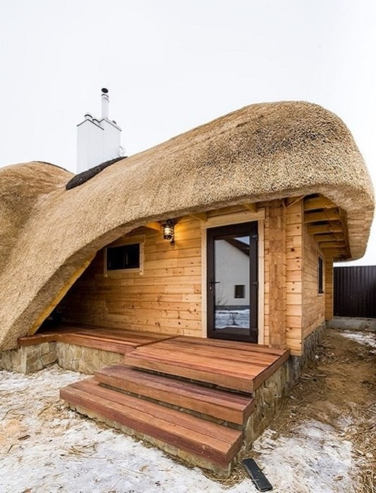 Баня с соломенной крышей