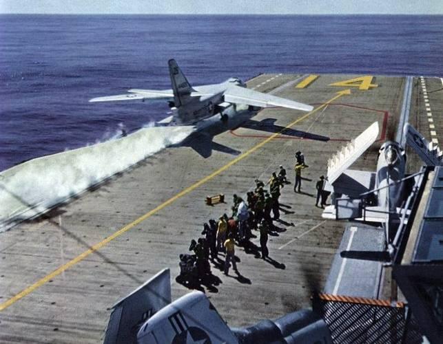 Самый тяжелый и долгоживущий: палубный бомбардировщик Douglas A3D Skywarrior и его модификации ввс
