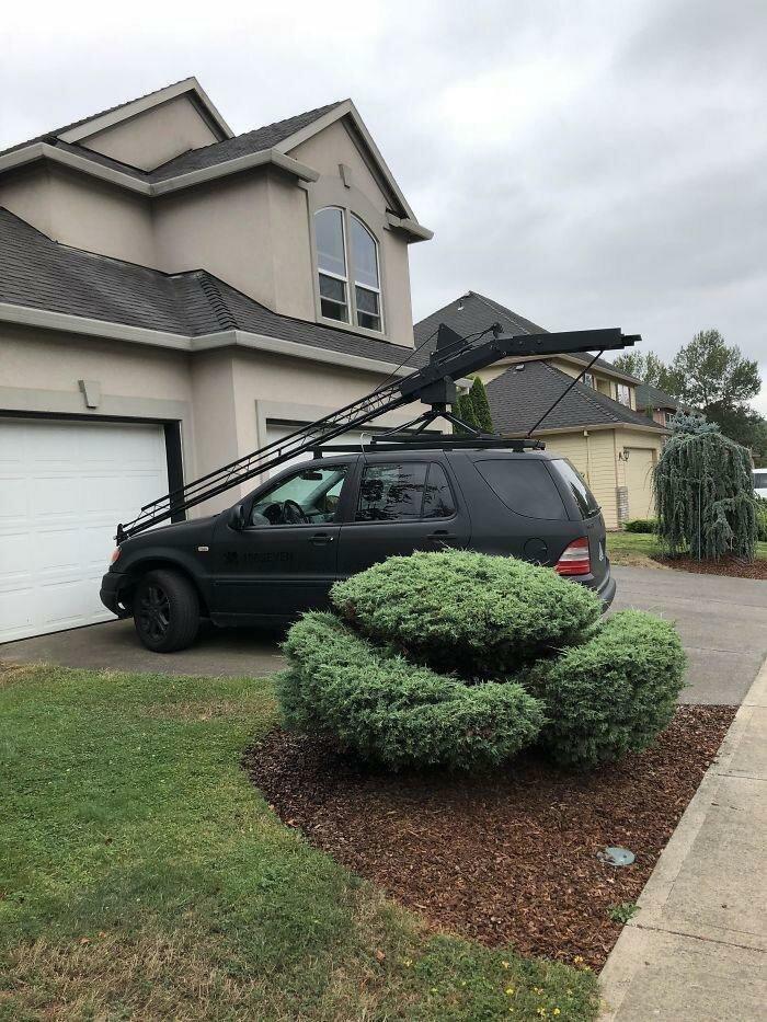 Езжу мимо этого каждый день. Что это такое на крыше автомобиля? видео, загадка, интересно, интернет, люди, объяснение, помощь, фото