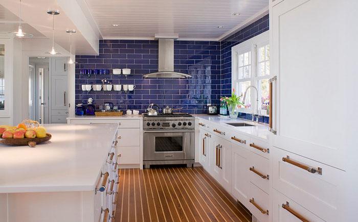 Интерьер кухни от Michael McKinley and Associates, LLC