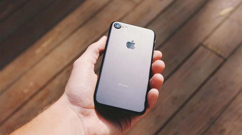 Продажи iPhone обрушились, iPhone 9 не поможет