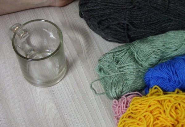 Модный свитерок для кружки: вяжем на спицах вязание,подарки