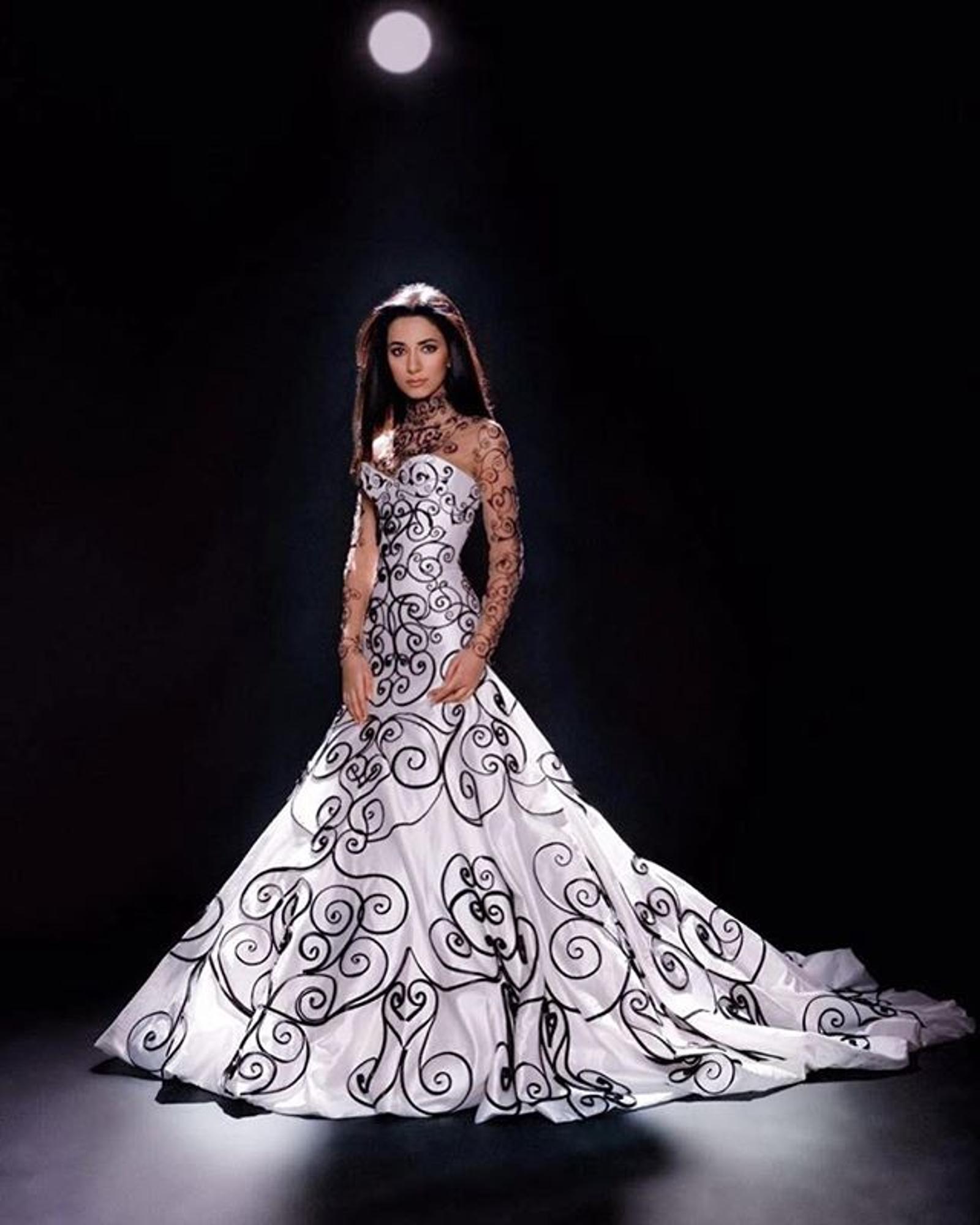 Как принцесса! 10 завораживающих вечерних образов от певицы Зары платье, музыкальном, платья, именно, локоны, сцене, волосах, Добавляют, идеально, демонстрирует, более, просто, посвященном, вечере, артистка, наряд, образы, сдержанность, только, серьги
