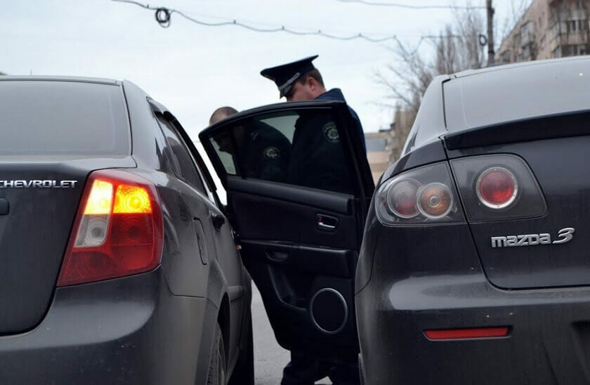 Задел открытую дверь автомобиля — кого признают виновным? Автоюрист поставил точку