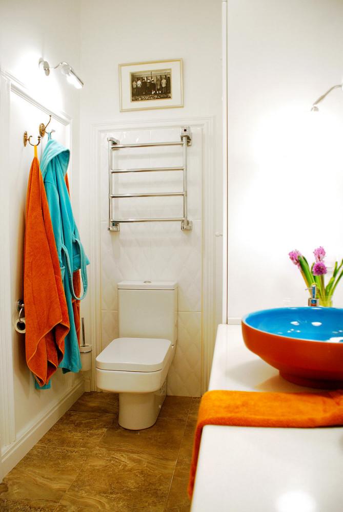 Туалет в цветах: светло-серый, бордовый, бежевый. Туалет в .