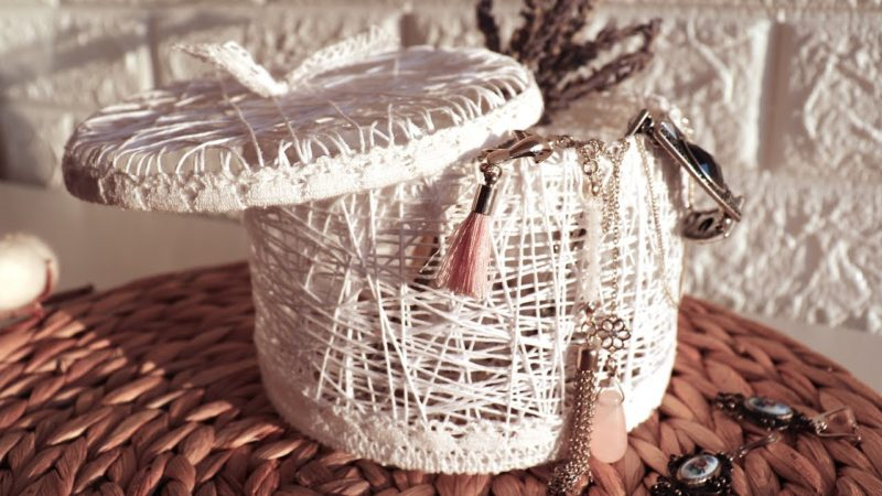 Красиво и просто для дома: возьмите нитки, ПВА и кружево коробочки, обрежьте, хранения, коробочку, пришейте, клеем, нитью, кругу, невесомой, кружева, ниток, простая, можно, загибая, кружево, вручную, оформлению, декоративному, нитки, вовнутрьПараллельно