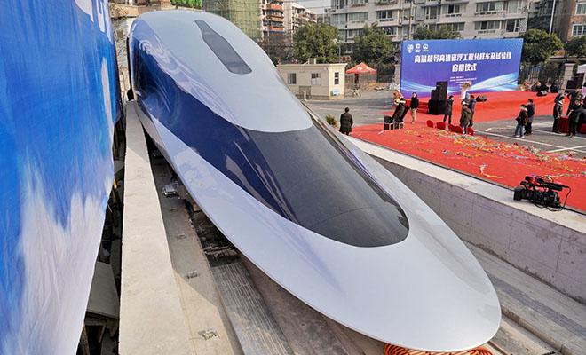В Китае показали поезд, который двигается со скоростью самолета: видео