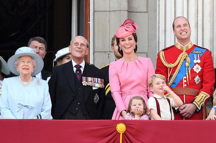 Запрет на игру «Монополия» и еще 30 строгих правил британской королевской семьи