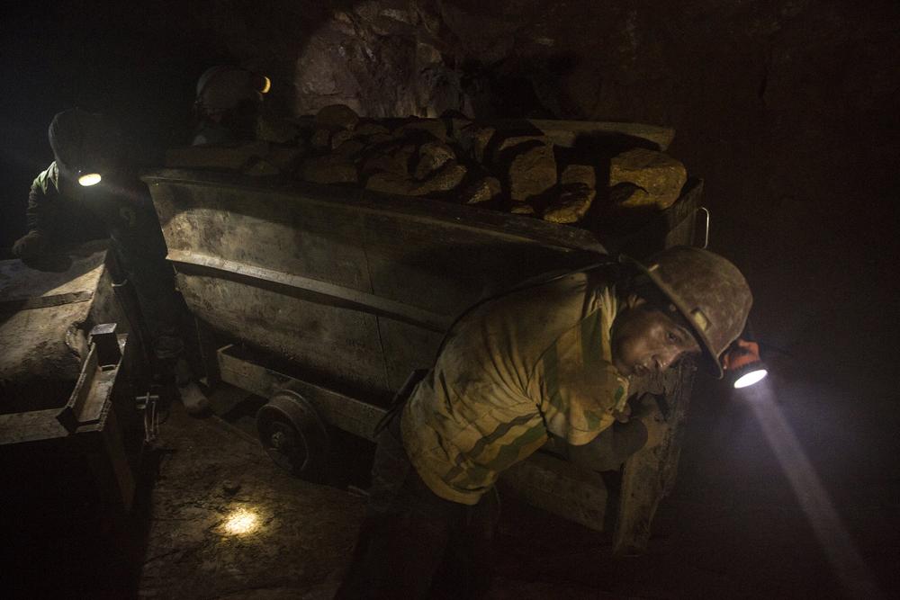 От вулкана до смертоносной шахты: как люди работают за https://mtdata.ru/u15/photoC9D0/20066716125-0/original.jpg интересное