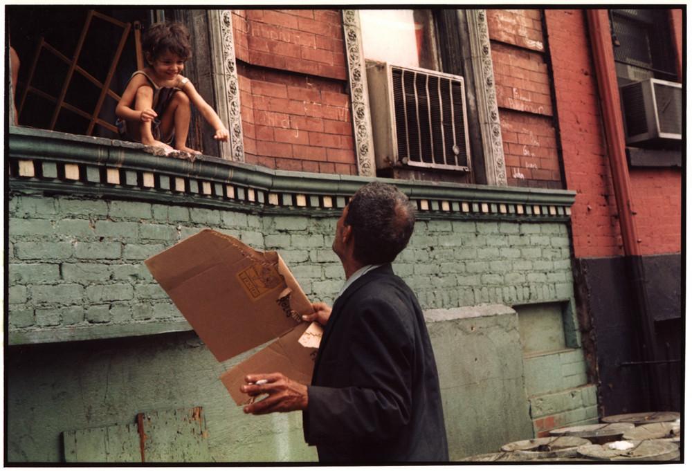 Уличная жизнь Нью-Йорка с 1930-х до 80-х годов в фотографиях Элен Левитт 3