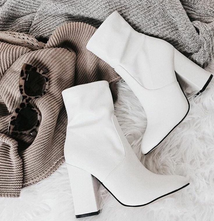 Белая обувь-мега тренд 2020 года