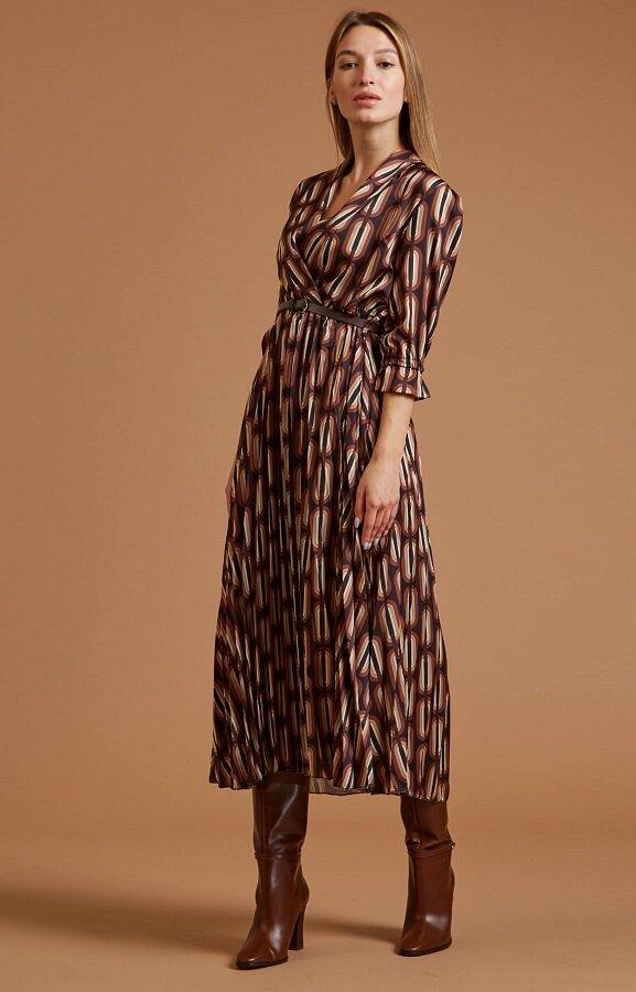 Платье с запахом и геометрическим принтом