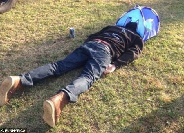 Проснулся на дереве: почему не стоит напиваться в походе и на вылазке  (10 фото)