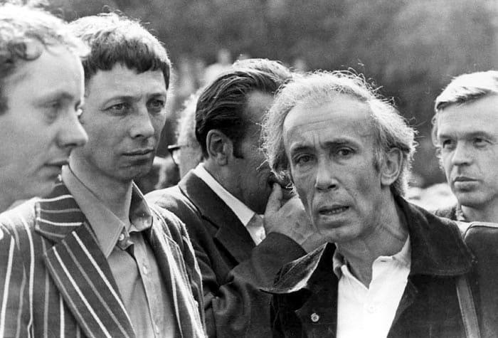 Олег Даль и Валентин Никулин провожают Высоцкого в последний путь, 28 июля 1980   Фото: echo.msk.ru