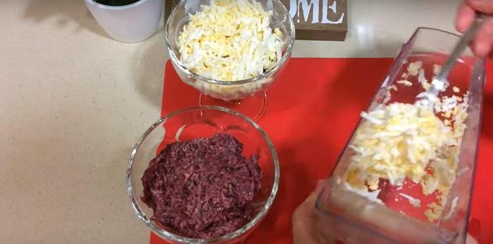 Инструкция по приготовлению салата из свеклы и сыра