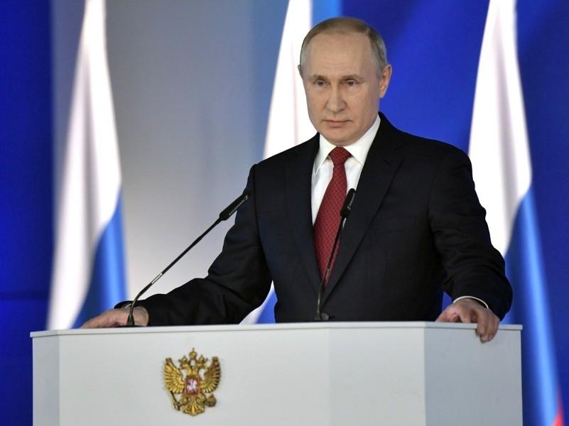 """Путин расширил круг """"иностранных агентов"""" и разрешил блокировать YouTube за модерацию"""
