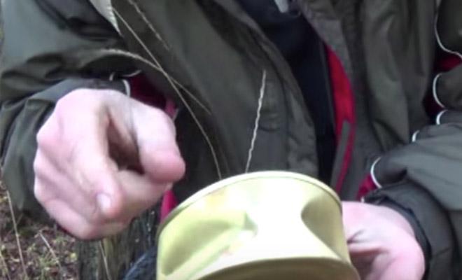 Открываем консервы голыми руками: видео