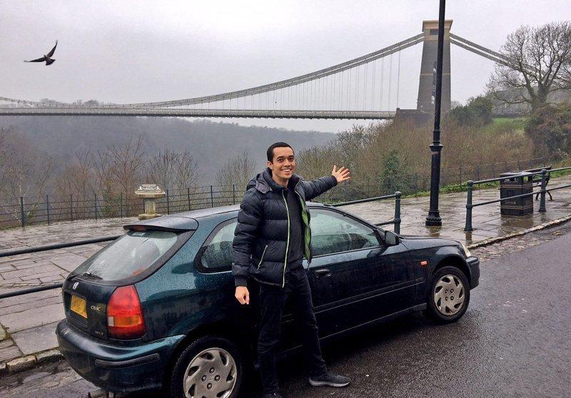 Том Чёрч живёт в Лондоне и является совладельцем интернет-магазина. Хотя у мужчины и есть работа, у него возникли проблемы, когда он захотел проехать 160 километров из Лондона в Бристоль на поезде, чтобы встретиться со своим другом. honda, авто, автомобили, автопутешествие, поезд, прикол, путешествие, экономия