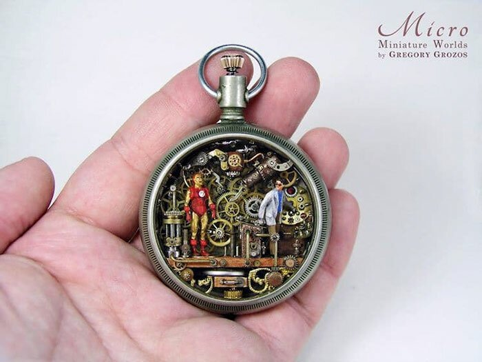 Греческий мастер создает миниатюрные миры внутри часов