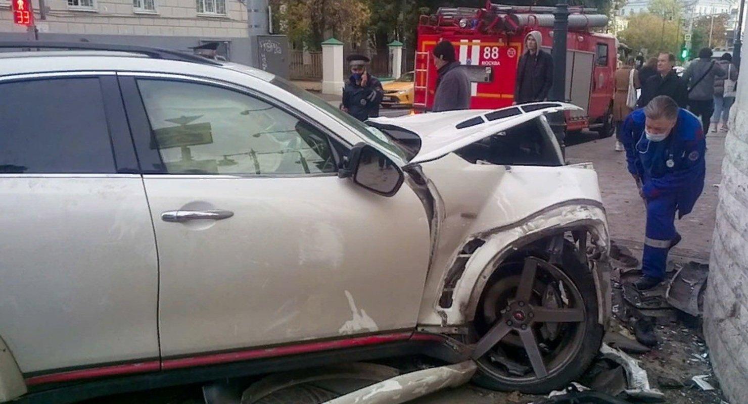 В Москве азербайджанского рэпера осудили за ДТП и лишили прав Автомобили