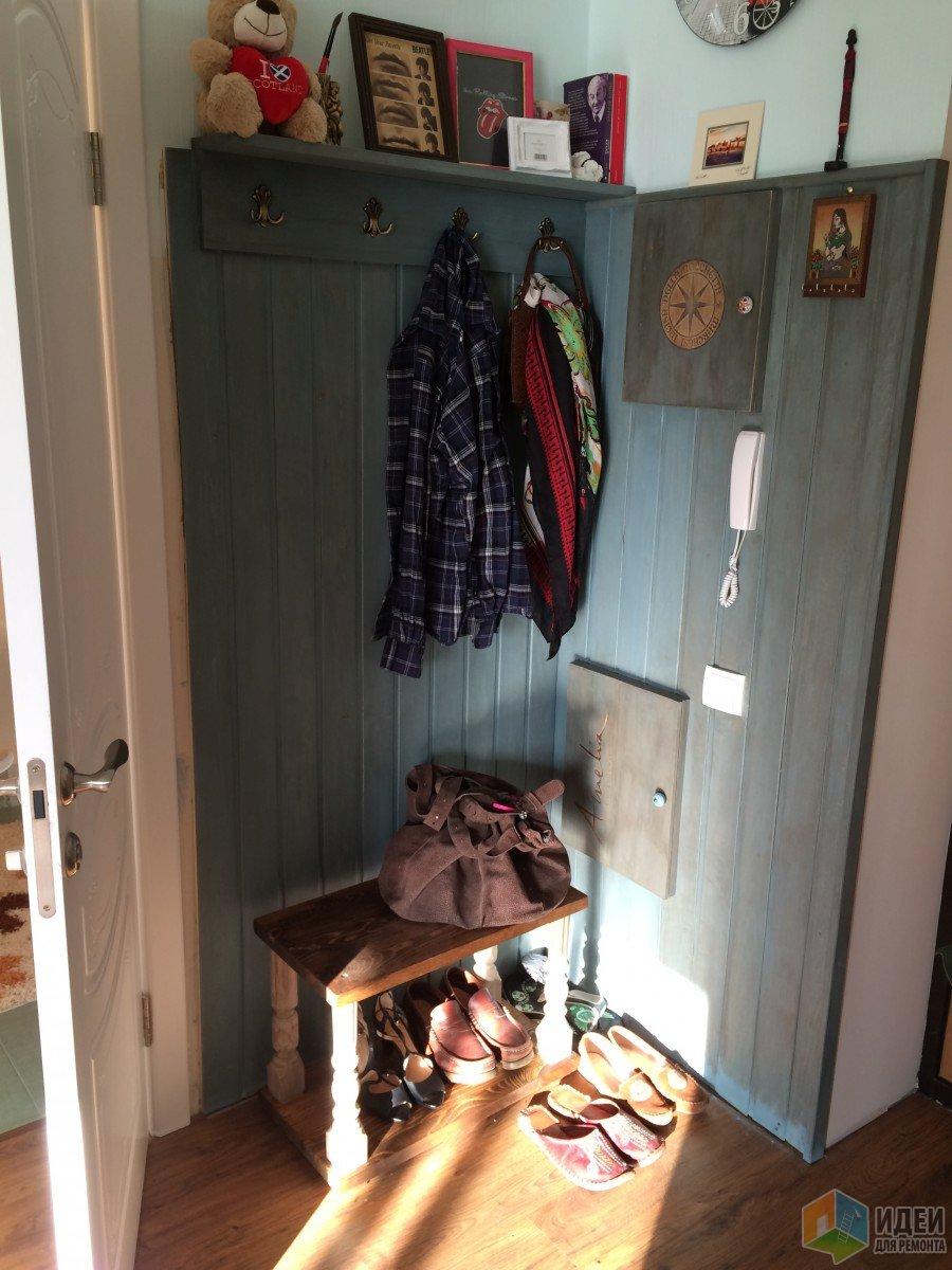 Интерьер прихожей мебель, отделка стен квартиры вагонкой