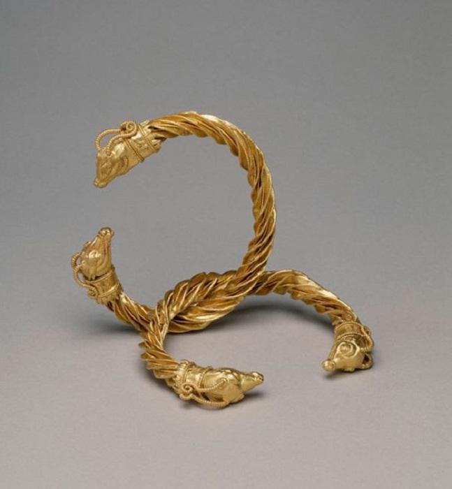 потом древнегреческие браслеты фото лиственницы мощные, огромные