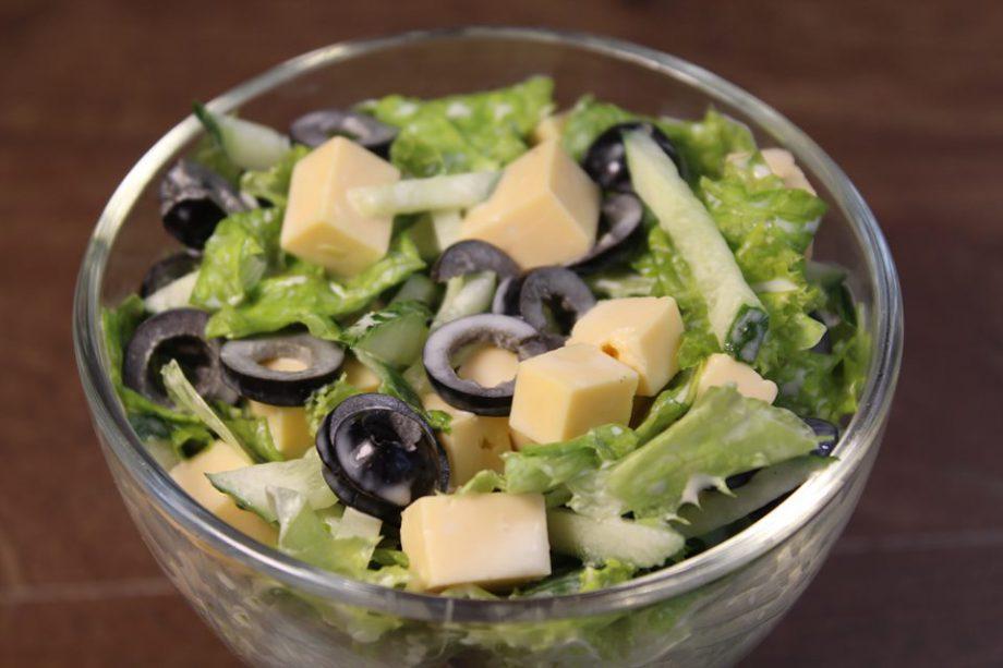 Настоящая весна в тарелке. Легкий и вкусный салатик идеально дополнит ваш ужин