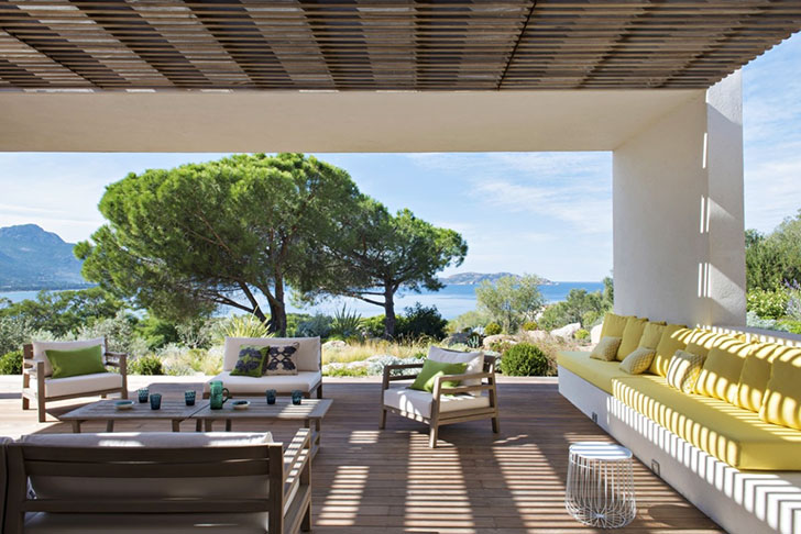 Интерьер дома на Корсике, вдохновленный окружающими пейзажи