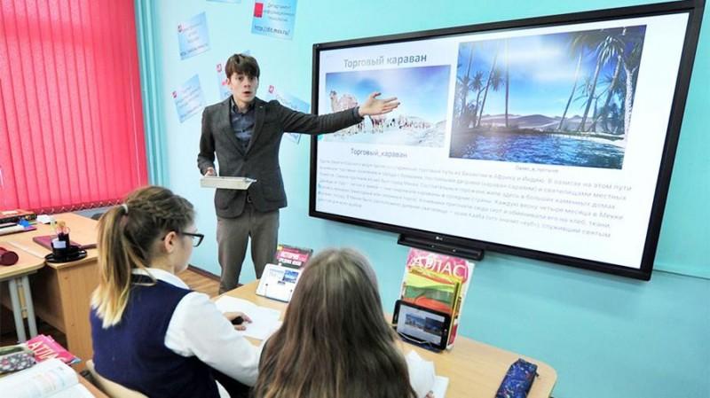 Средняя зарплата учителей Москвы превысила 89 тыс. рублей